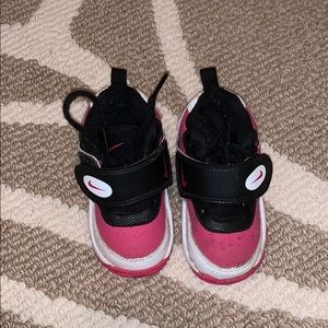 Toddler Nike's pink and black
